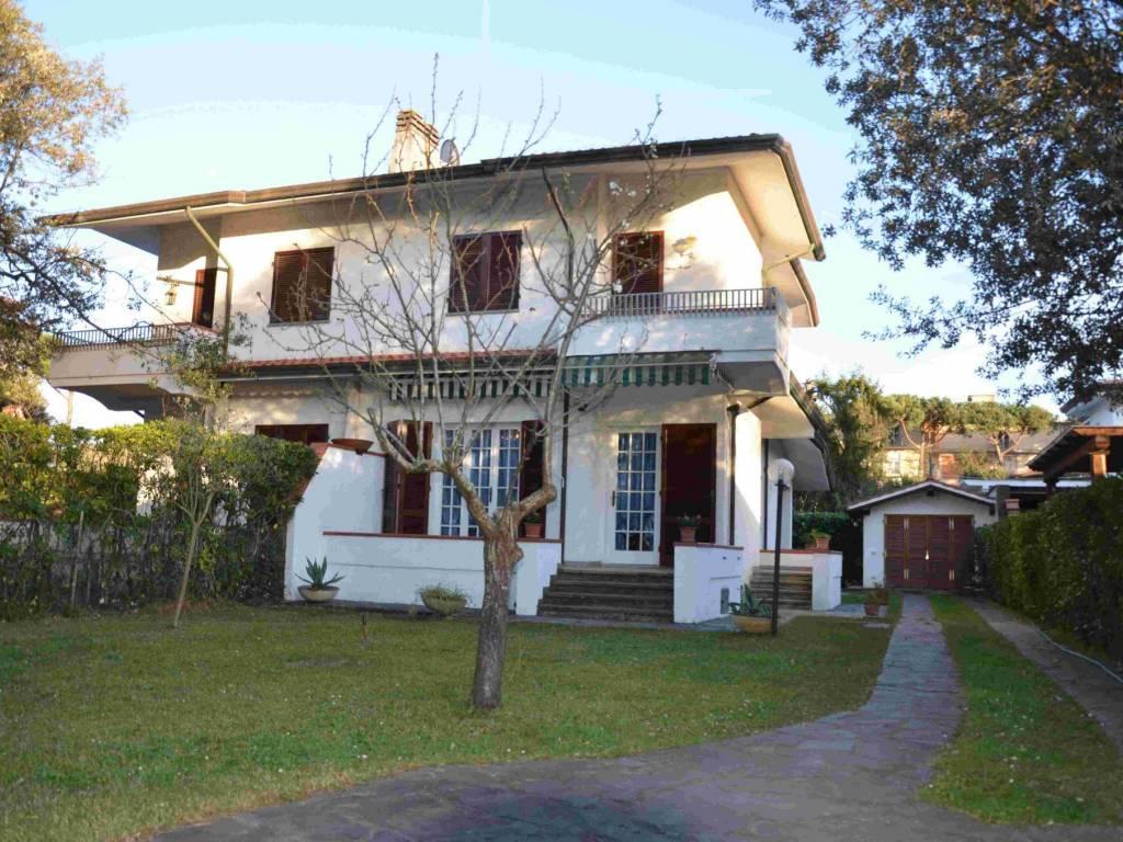 Vendita Villa bifamiliare Pietrasanta. Buono stato ...