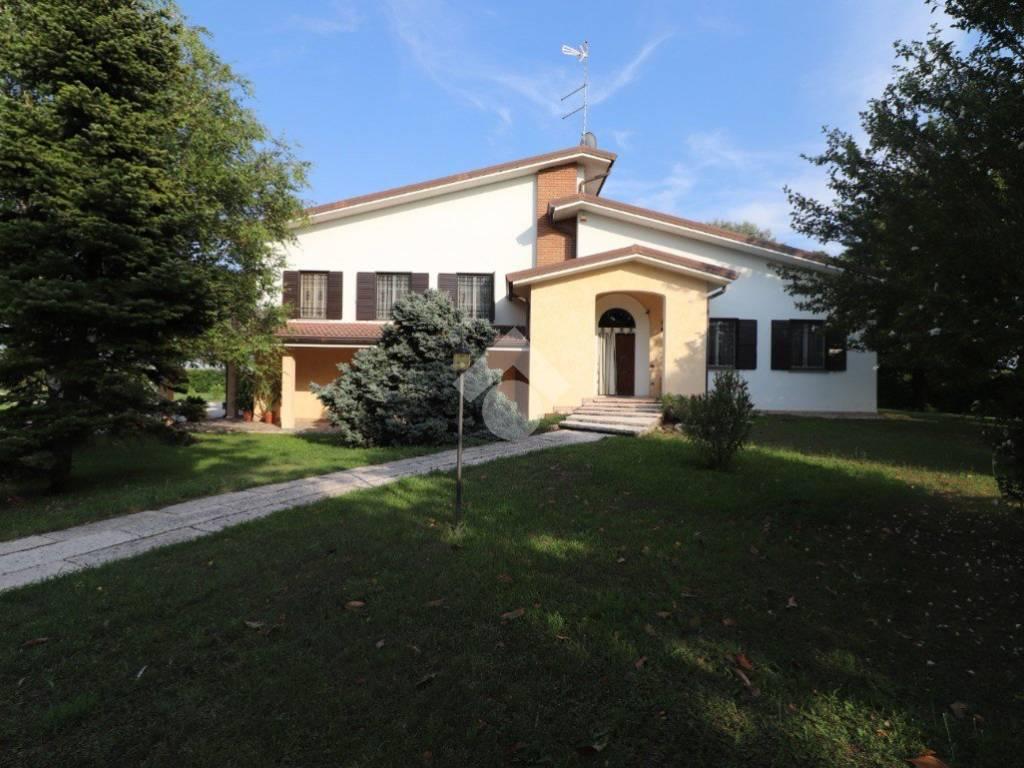 foto ESTERNO Villa bifamiliare via Cesare Battisti, Roncoferraro