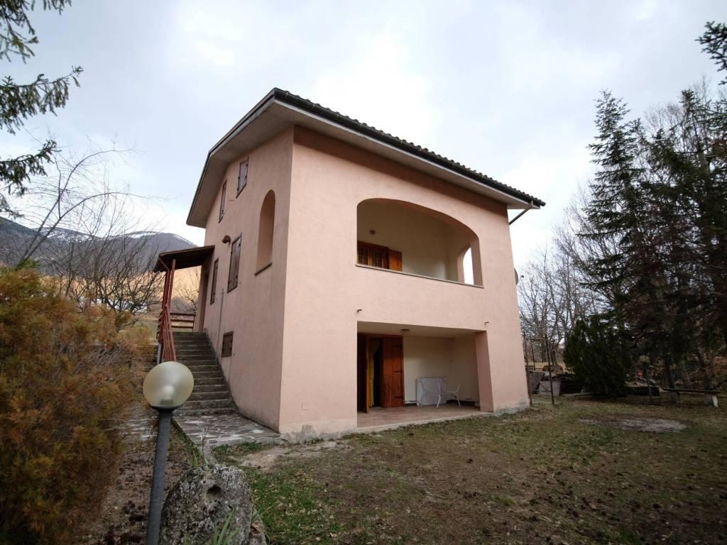 foto 1 Villa unifamiliare frazione Rocca di Corno, Antrodoco
