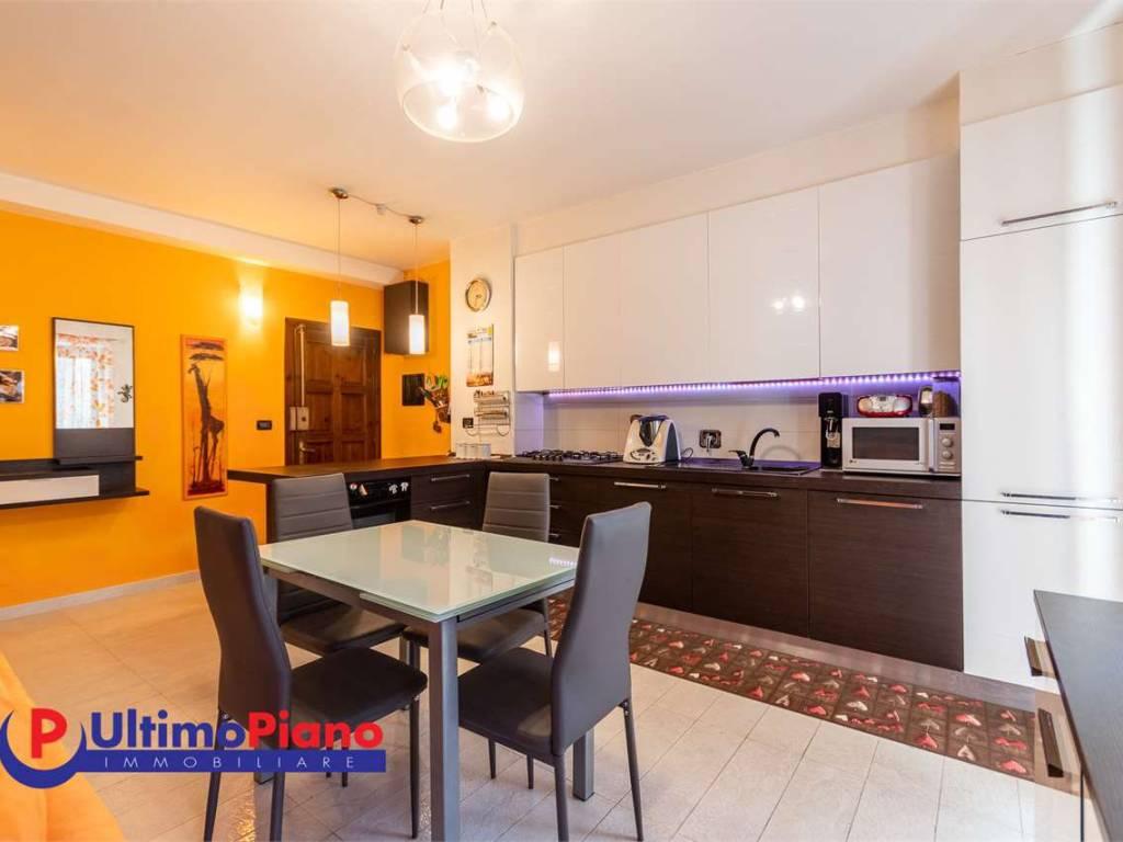 foto cucina 4-room flat via Martinet, Nus