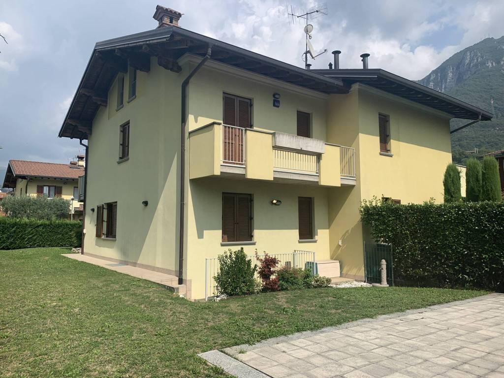 foto  Terraced house via Filippo Lussana 13, Casazza