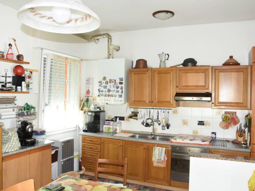 foto CUCINA 4-room flat via Valle dei Signori 1, Roncoferraro