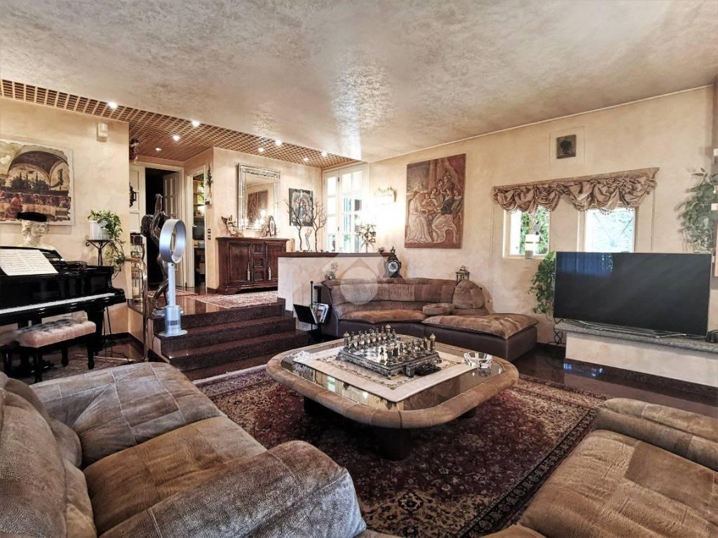 foto soggiorno Villa unifamiliare via Erbarola, Brembate di Sopra