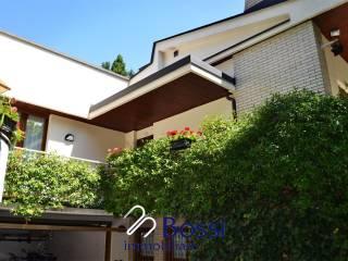 Foto - Villa unifamiliare, buono stato, 250 mq, Casbeno, Varese