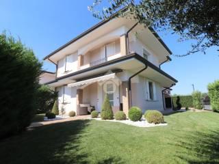 Photo - Two-family villa via Enrico Mattei, Goito