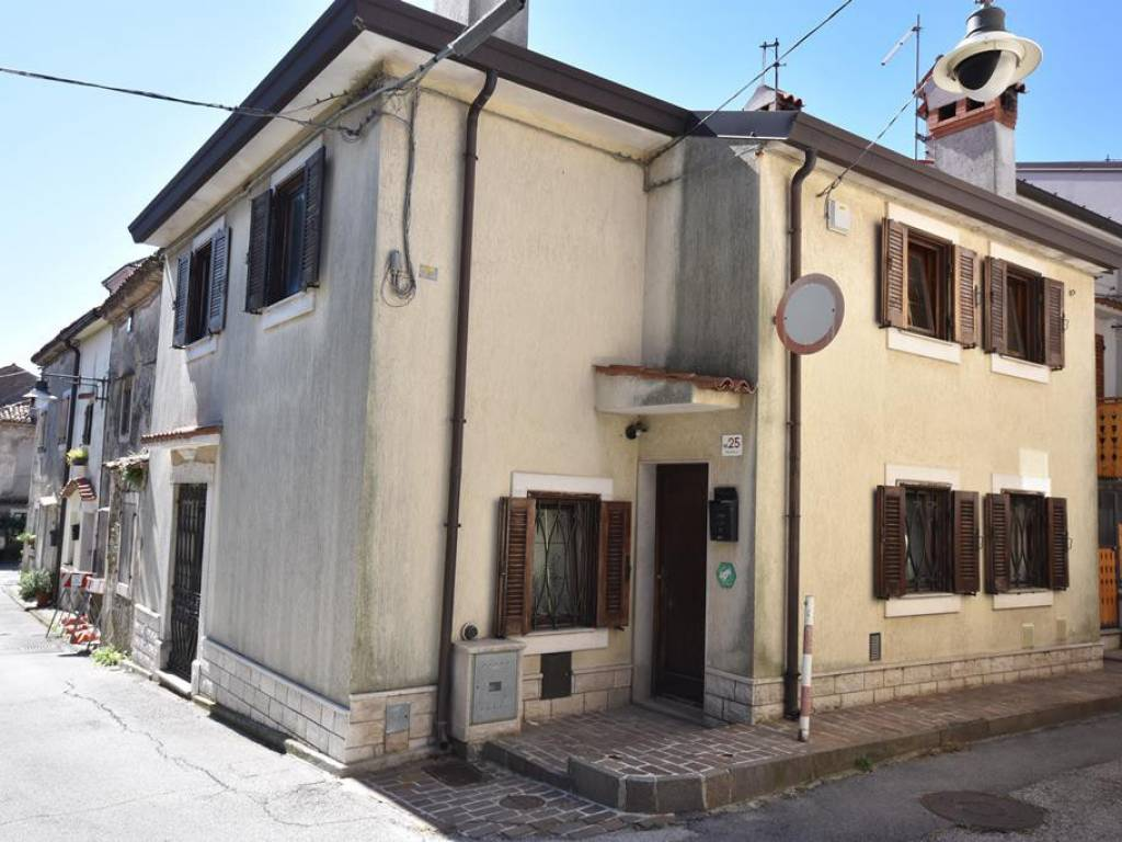foto  Terraced house 3 rooms, good condition, Trieste