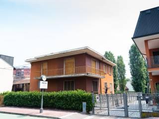 Photo - Building via Armando Diaz 13, Opera