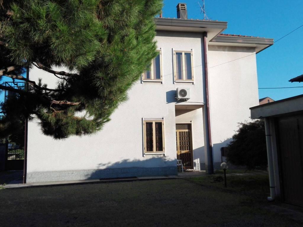 foto  Two-family villa via Imperia 2, Legnano