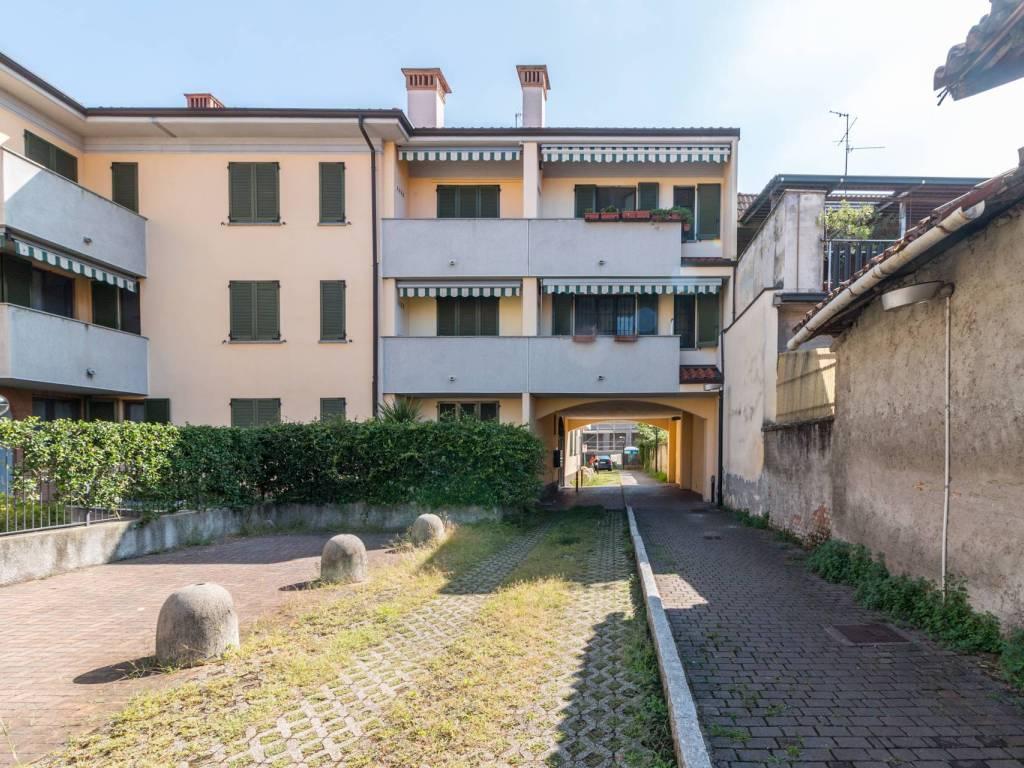 foto Facciata esterna 3-room flat via Alessandro Manzoni 18, Vignate