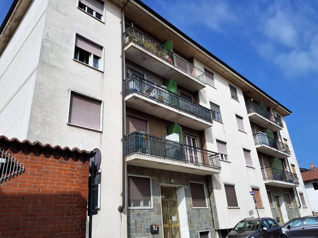 foto Facciata 3-room flat via Giovanni Cena, Montanaro