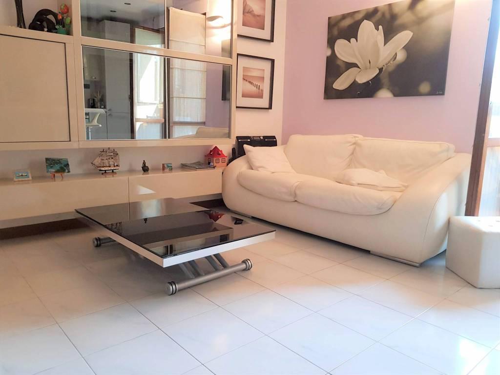 foto sala 3-room flat via Amerigo Vespucci 23, Cesano Boscone
