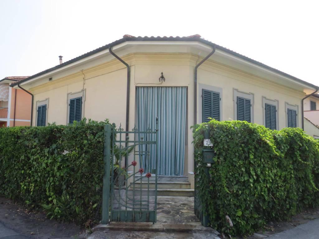 foto  Villa unifamiliare via Carlo Pisacane, Pietrasanta