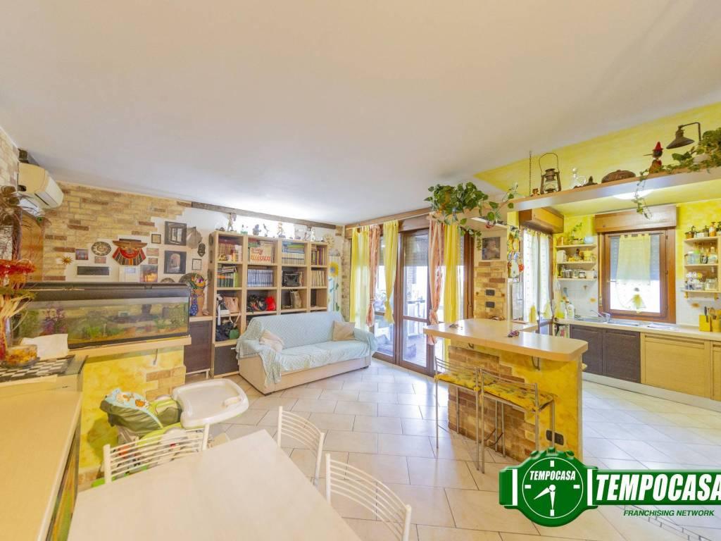 foto Soggiorno 4-room flat via per Cascina Centenara, Lacchiarella