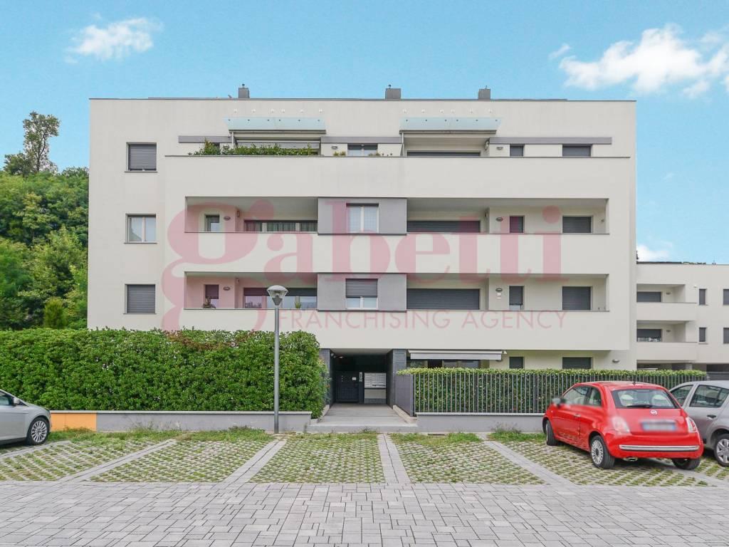 foto esterno Трехкомнатная квартира via Giuseppe Di Vittorio, Mariano Comense