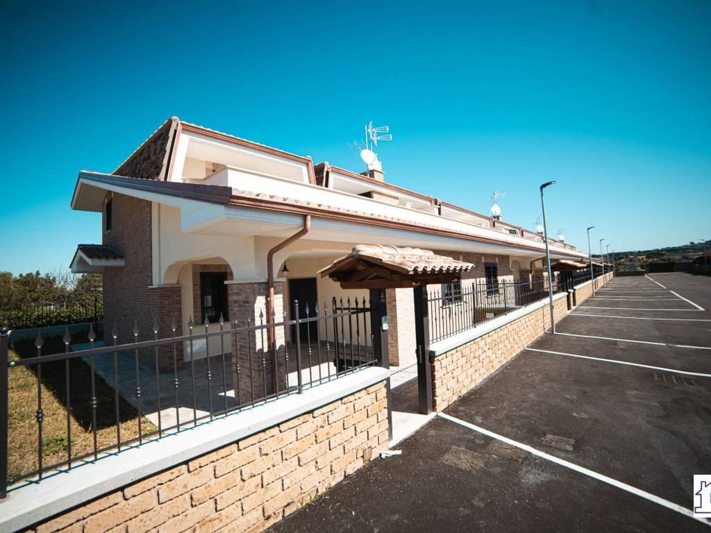 foto facciata Villa pluri-familiale via Marcandreola 27, Ciampino