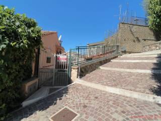 Foto - Trilocale via Contrada del Montello 25, Allumiere
