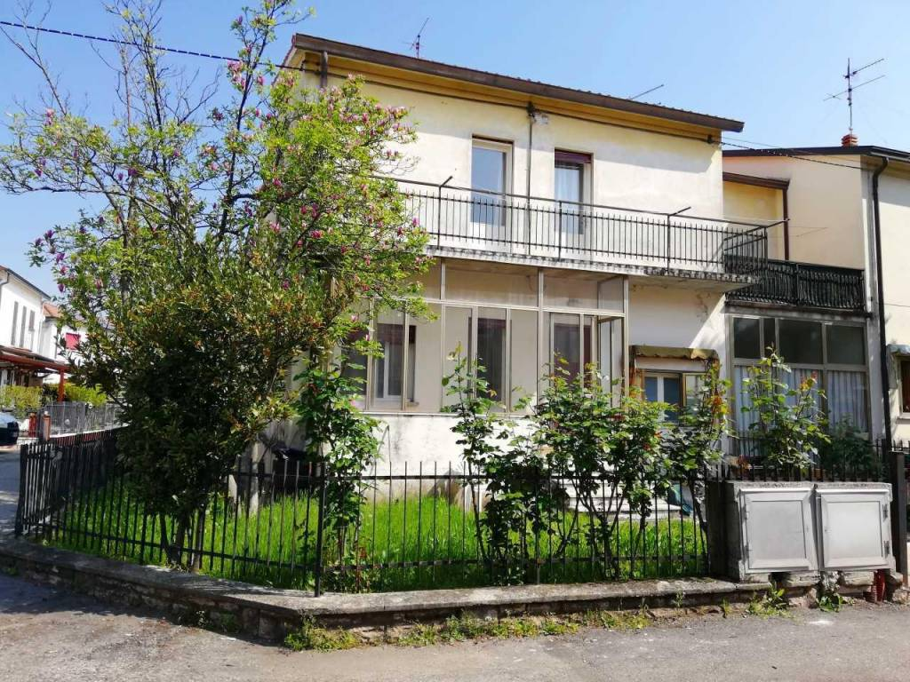foto IMG_20190416_113254.jpg Terraced house via Roma, Trissino