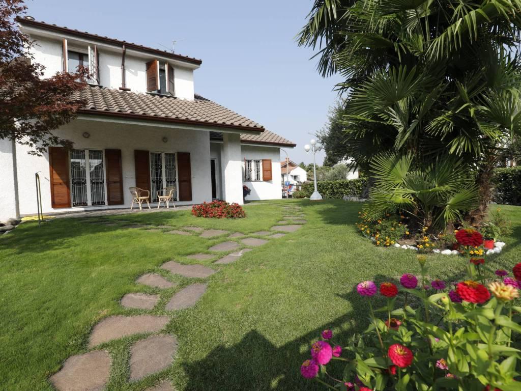 foto  Villa unifamiliare, ottimo stato, 270 mq, Baranzate