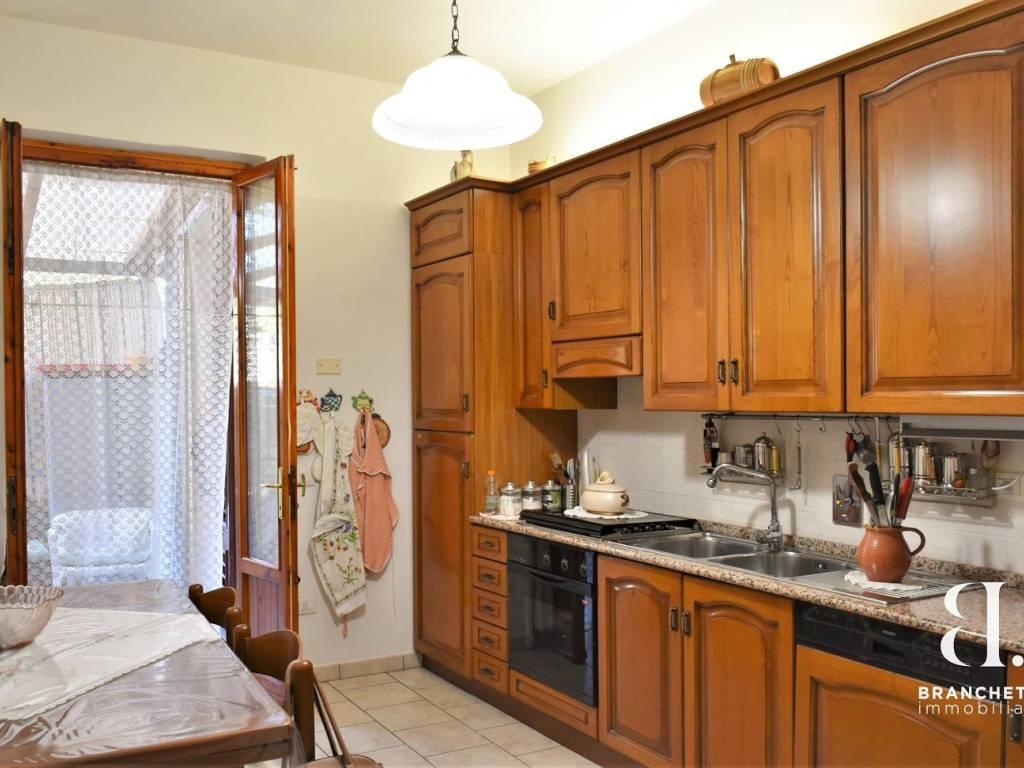 foto cucina Трехкомнатная квартира via Libero Grassi, Prato