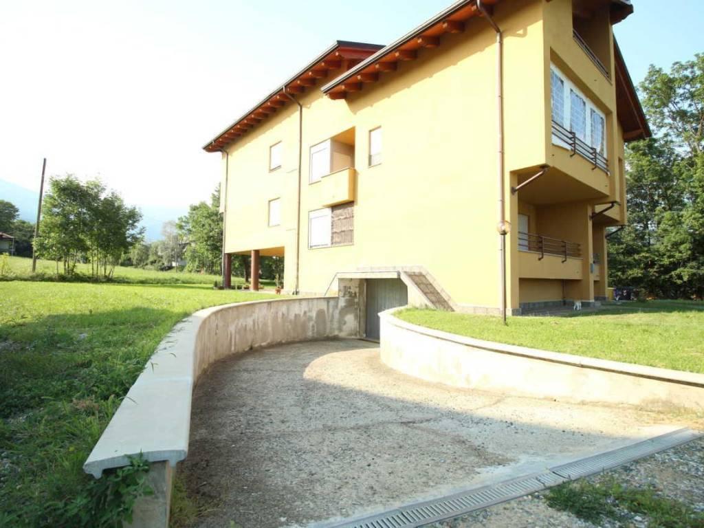 foto facciata 3-room flat Stradale Rocca, 20, Corio