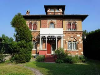Photo - Single family villa, good condition, 438 sq.m., Erba