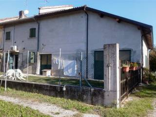 Photo - Farmhouse via Fornace 57, Gualtieri