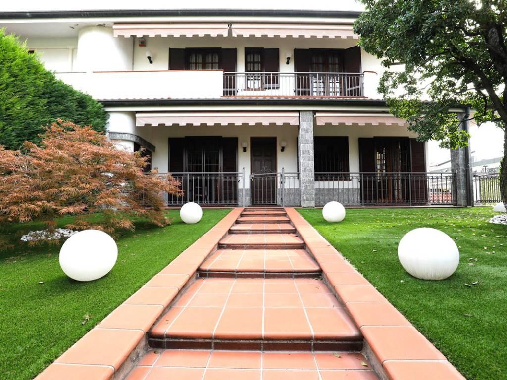 foto  Villa bifamiliare via 25 Aprile, Novate Milanese