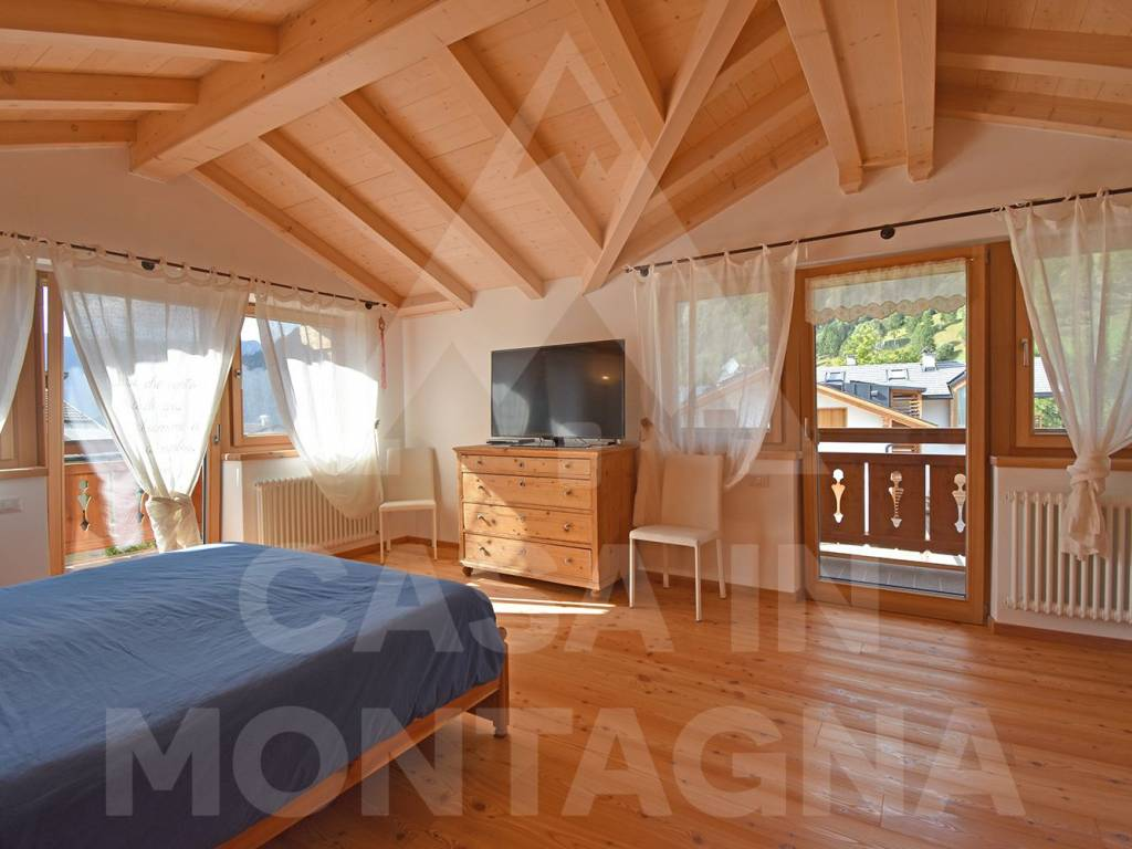 foto camera matrimoniale Quadrilocale via Prai De Mònt, Predazzo