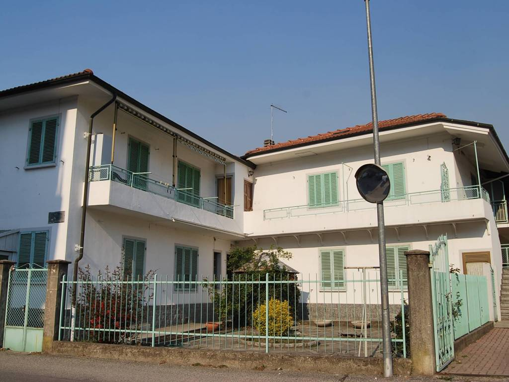 foto  Two-family villa via Roma, Villar Perosa