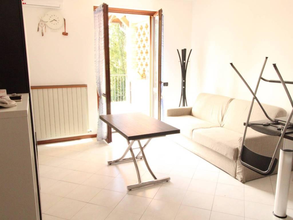 foto Soggiorno 2-room flat via Francesco Petrarca, Alzate Brianza
