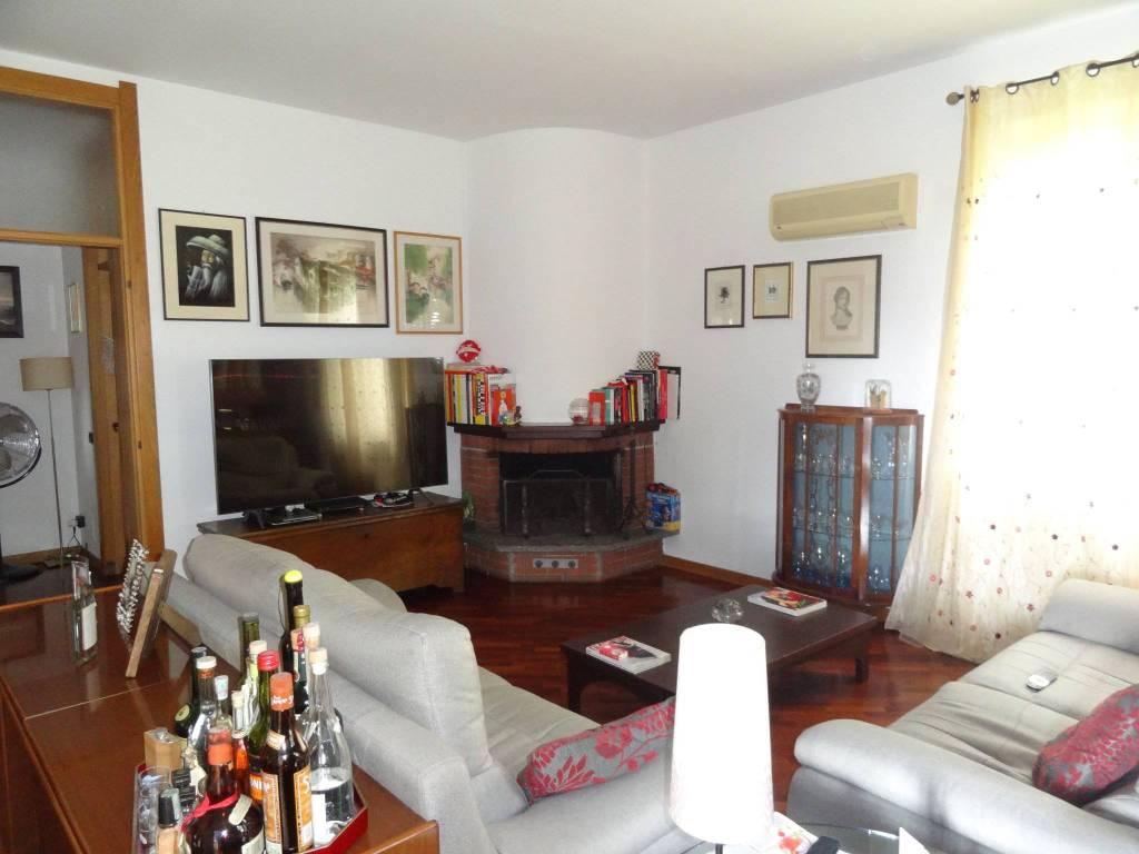 Vendita Appartamento in via Guglielmo.... Pessano con ...