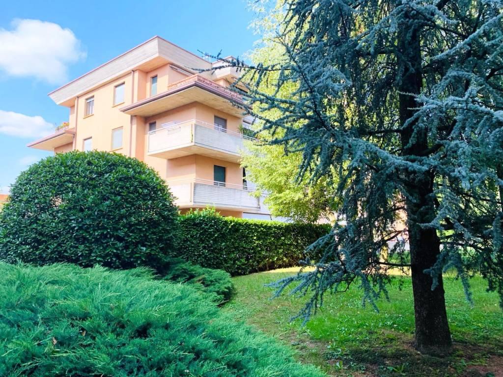 foto esterno Четырехкомнатная квартира via Enrico Fermi, Cabiate