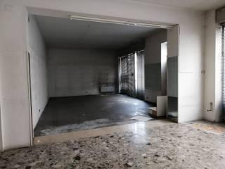 Photo - Building tre piani, to be refurbished, Asola
