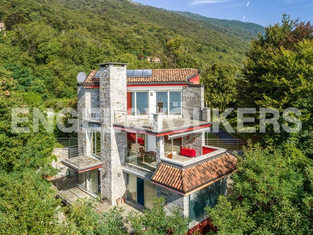 foto Facciata Villa unifamiliare via 25 Aprile 10, Oggebbio