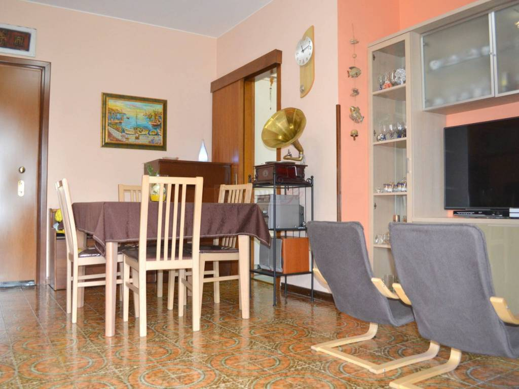 foto SOGGIORNO 2-room flat via Cesare Pavese, Trezzano Rosa