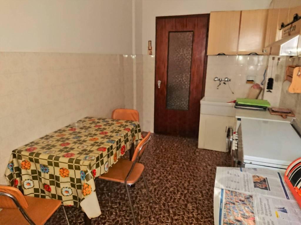foto cucina 3-room flat via Fratelli Giuliano 22, Boves