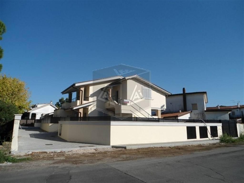 foto Esterno Villa a schiera viale Nuova California 93, Ardea