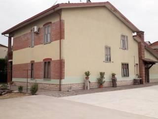 Photo - Single family villa, good condition, 445 sq.m., Gazoldo degli Ippoliti