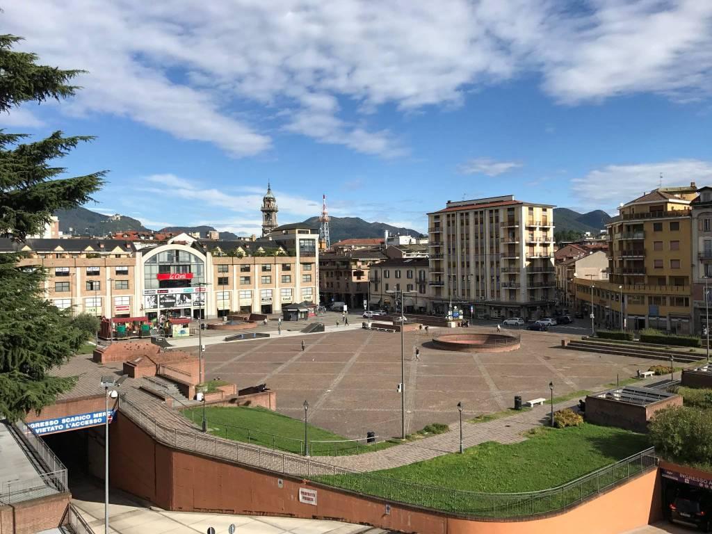 foto vista Quadrilocale piazza della Repubblica, Varese