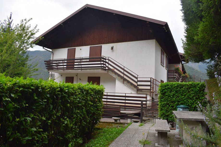 foto esterno Piso de tres habitaciones via San Rocco, Serina