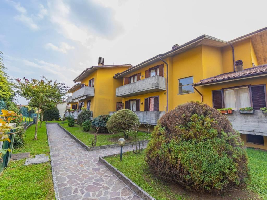 foto ESTERNO Quadrilocale via Lecco 22, Calco