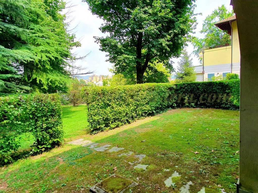 foto giardino Bilocale via 1 Maggio, Castelletto Sopra Ticino