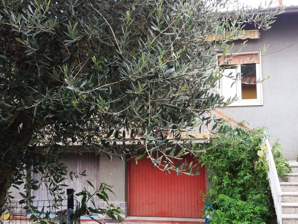 foto esterno 2-room flat piazza Libertà, Oltrona di San Mamette