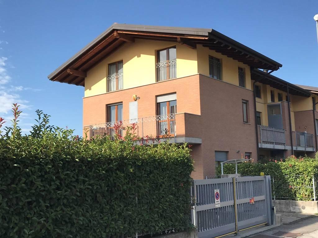 foto  3-room flat via Monsignor Rossi, Scanzorosciate