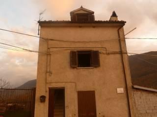 Foto - Trilocale via capo la terra 37, Montesabinese, Carsoli