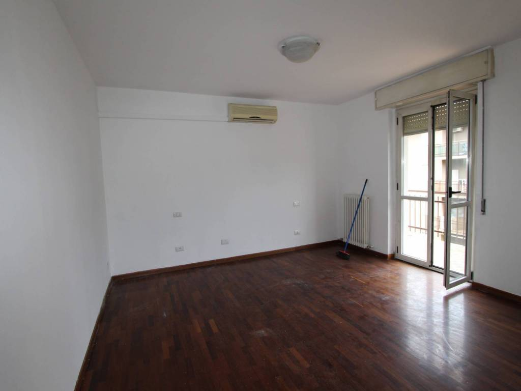 foto CAMERA 4-room flat via Trieste, Grumello del Monte