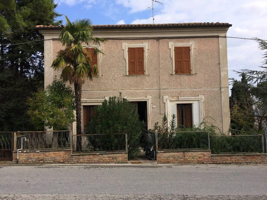 Vendita Casa colonica in via Roma 51 Terre Roveresche. Da ...