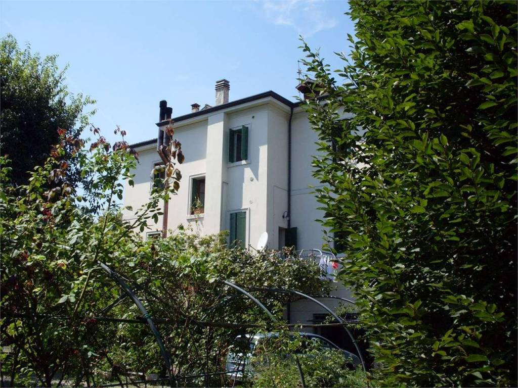 foto  Building via Ugo Foscolo, 7, Vittorio Veneto