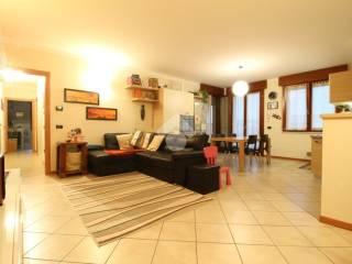 Foto - Appartamento ottimo stato, ultimo piano, Roverbella