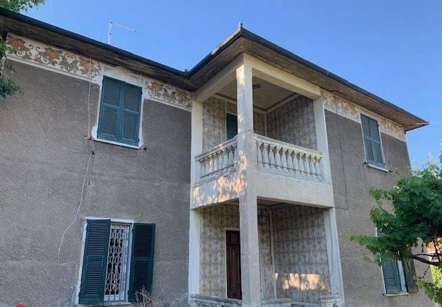 foto  Single family villa, to be refurbished, 200 sq.m., Novi Ligure